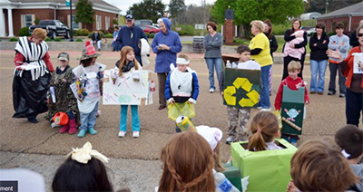 School children learn about recycling